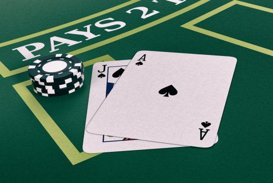 Få dealerens kort at se i Double Exposure Blackjack